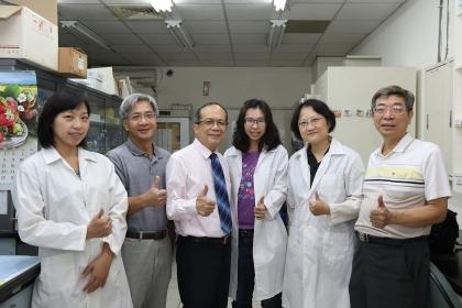 興大黃振文副校長(左3)與研發團隊
