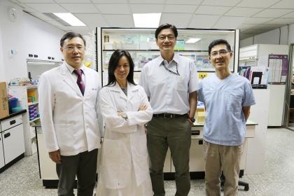 興大研究團隊,左至右:獸醫學院周濟眾教授、徐維莉教授、張照勤院長、陳鵬文教授