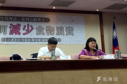 台灣食物浪費嚴重,立委吳焜裕(左)、陳曼麗(右)今召開公聽會討論因應之道。(王貞懿攝)