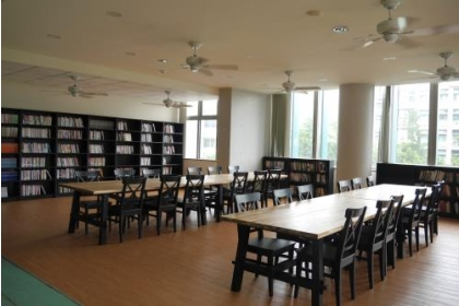 【中央社】興大人文空間應經坊提供該系所學子,一個優雅舒適的閱讀空間。