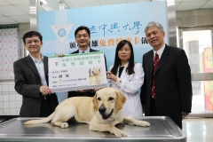 Protecting the health of animal firefighters NCHU awards Tie Shiung(鐵雄) free medical card