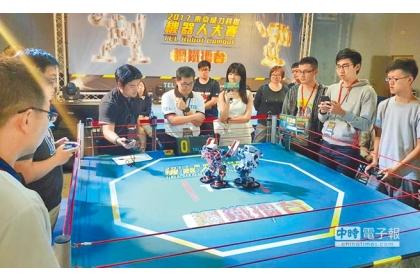 【中國時報】第2屆東京威力科創機器人大賽,吸引全台理工科系逾150隊參加,25日進行全國總決賽。(劉宥廷攝)