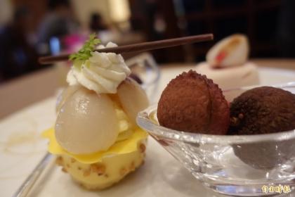 【自由時報】以台灣頂級生鮮荔枝做成的甜點。(記者林翠儀攝)