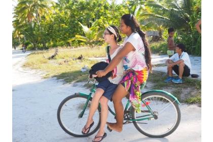 當地人交通工具主要為打擋車、腳踏車。(杜佳英提供,蔡思怡攝)