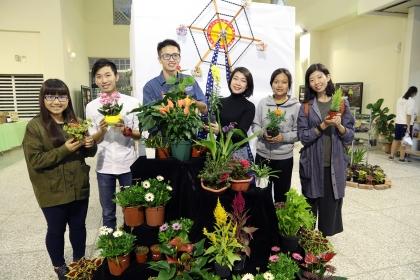 興大園藝週即日起至12月10日熱鬧登場,今年以熱帶植物為主題,並有多款植栽供選購。