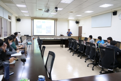 興大法政學院「法律與政策專題」台灣動物疾病權威賴秀穗名譽教授從動物疾病談食品安全