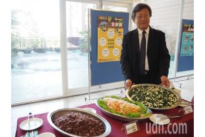 【聯合報】國中、小學生不愛蔬食,國教署「推動學校午餐專案辦公室」主任盛中德說,還有一項任務是要設計各種學生愛蔬食的菜單。記者喻文玟/攝影