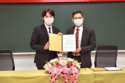 台中市府法制局、興大法律專業學院簽署MOU,增進學子行政法制實務經驗。(台中市府提供/盧金足台中傳真)