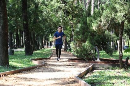【聯合報】興大環校步道起點是「黑森林練功區」,每天清晨總聚集許多民眾在這裡運動、練功。