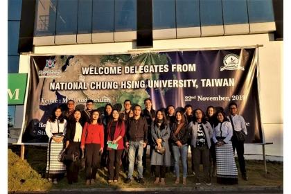 【中央社】中興大學農業訪問團22日拜訪印度東北米左拉姆大學,與米左拉姆大學接待師生合影。(中興大學國際處提供)