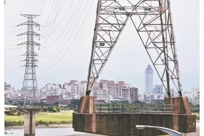 【聯合報】台電為了在供電緊澀期間抑低用電量,「需量競價」措施每度報價加碼2成。 聯合報系資料照片