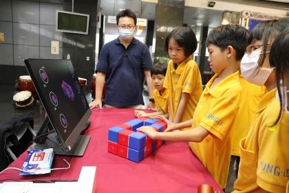 國家實驗研究院半導體中心展示「智慧感測索瑪立方體」