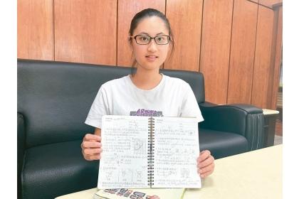台中市忠明高中朱天愛熱愛科學,她為了多接觸科博館,遠從竹山來台中唸書,今年透過「特殊選才」免考學測已錄取中興大學生命科學系。 記者喻文玟/攝影