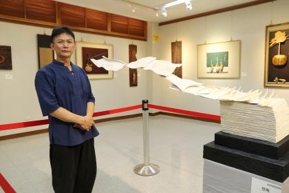 劉昌宏與其作品「想飛」