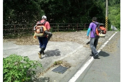 環保署今年公告,空品連兩天預測紅害,當地就不能做道路刨鋪、使用吹葉機等。