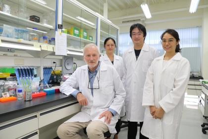 中興大學教授兼玉山學者格魯伊森姆(左1)研究團隊