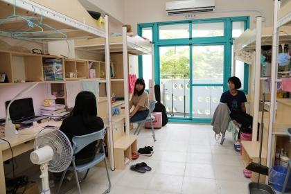 【聯合報】興大全新落成的女生宿舍「誠軒」,空間挑高寬敞明亮,深獲學生好評。