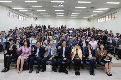 外交部吳釗燮部長23日以「台美關係與外交工作經驗談」為題在興大開講。