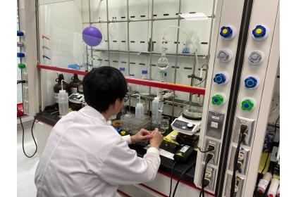 研究團隊經過11天努力,合成出毫克級瑞德西韋。(圖/王文傑提供)