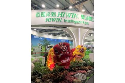 上銀科技參加台灣工具機暨零組件公會首度主辦先進製造技術展,展出自行開發而以舞獅形態呈現的機器人。