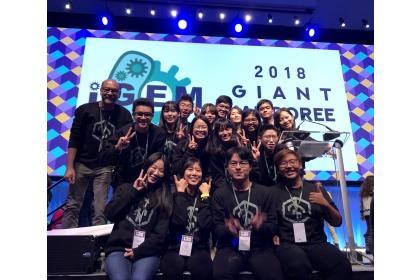 興大生命科學系黃介辰特聘教授(後排左1)率隊參加iGEM榮獲金牌