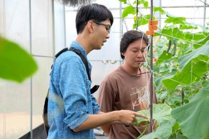 楊秋忠認為,土壤專業系所的學生必須要有更多實務經驗,才能立即判斷病因,取得農民信任。(攝影/郭琇真)
