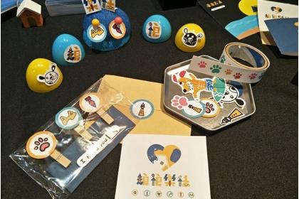 雲科大創意生活設計系學生,協助設計可愛的動保資訊文宣跟商品。圖片來源/彭立勛提供