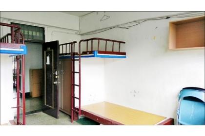 【自由時報】興大男宿已有40年歷史,水泥床設計曾被評「全台最爛宿舍」。