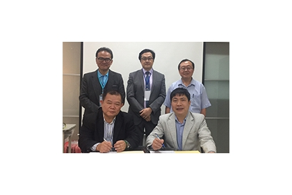 Chang-Yen Lee(李長晏), Deputy Dean, Graduate Institute of National Policy and Public Affairs, NCHU (front left), signs and MOU with Dr. Do Phu Hai, Director, Center for Excellence in Leadership and Management (CELM) at National Academy of Education Manageme