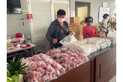 水尾社區持續為長者送餐,並運用在地食材開發了一款粉紅歐式麵包,大獲好評。