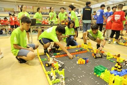 R4M機器人任務賽則以「開心農場」為主題,共有118組隊伍參賽。