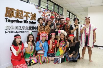 興大原住民族資源中心12月7日揭牌,學生穿族服,展現傳統特色