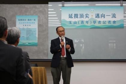【Nownews】杜武青錄取玉山學者後,於中興大學成立工程技術與農業生技創新中心,希望將中興大學兩強項做結合,做出具有特色的研究專案。(圖/記者許維寧攝)