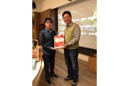 興大生命科學系蒲姿佑同學(左)與指導老師陳全木教授合影