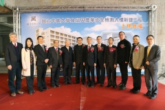 NCHU held the beam-raising ceremony for the new food and agriculture safety inspection center donated by the Sinopac Bank