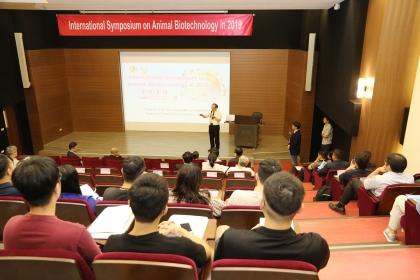 興大主辦2019年國際動物生物科技學術研討會,興大副校長楊長賢致詞