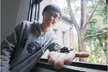 曾偉哲憑著休學時完成的報告,重燃學習熱情,並已立志成為昆蟲學家。 圖片來源:張適