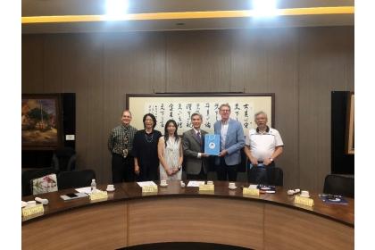 From left to right: Professor Clyde A. Warden, Professor Jane Lu, Professor Chia-Lin Chang, Professor Fuh-Sheng Shieu, Dr. Randall Nadeau, Professor Jian-Fu Lin.