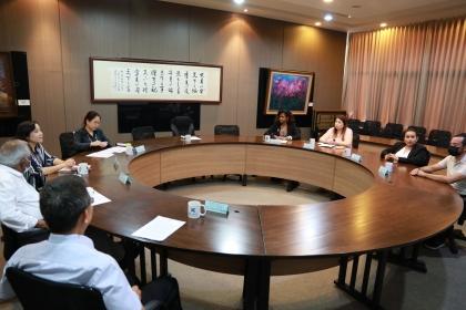 貝里斯新任駐臺大使碧坎蒂(右4)拜訪興大,與貝里斯學生座談。