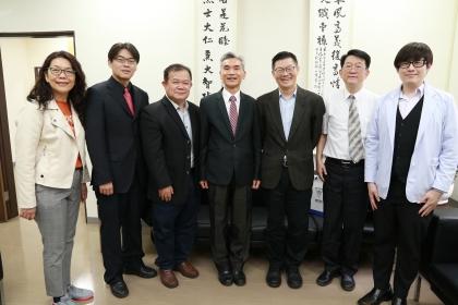 興大薛富盛校長(左4)與法政學院師長與許添明院長(右3)合影