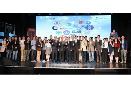 108年度RAISE計畫開訓典禮,科技部長與訓儲菁英代表大合照(科技部提供)