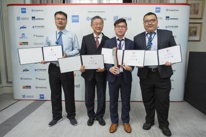冠軍樓紹緯(右2)、亞軍張育恩(右1)、指導老師林啟明(左1)與中鋼蔡技術副總合照