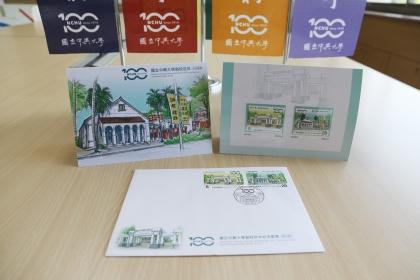 興大百年紀念郵票,分別以校門口及小禮堂素描為圖,發行60萬套