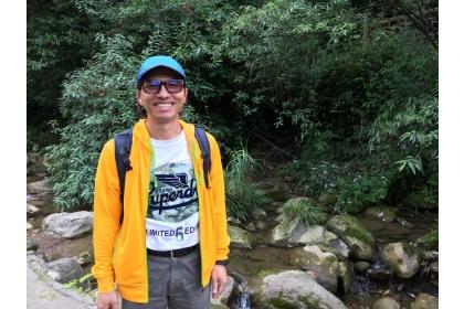 沈宗荏今年五月底受邀到中科院成都生物所進行訪問期間,隨研究團隊至山區進行兩棲類的田野調查