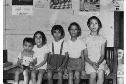 余淑美 (右一) 小學六年級與弟妹合照。她是家中的長女,打七歲起就要幫忙母親照顧弟妹,包辦所有家事。 圖片來源│余淑美