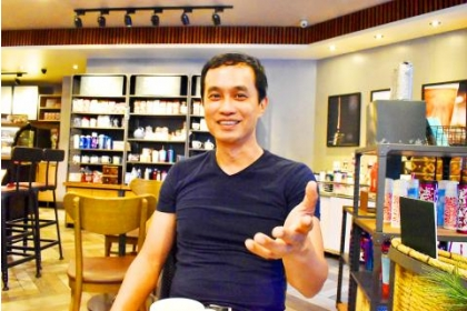 Bao Dao director Chan Chia-lung gestures in Taipei on Nov. 30. /Photo: Lin Chia-nan, Taipei Times