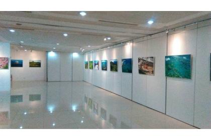 「祈願~看見幸福.永續石岡」攝影特展,2月5日至3月26日在台中市石岡旅客服務中心展出。(觀旅局提供)