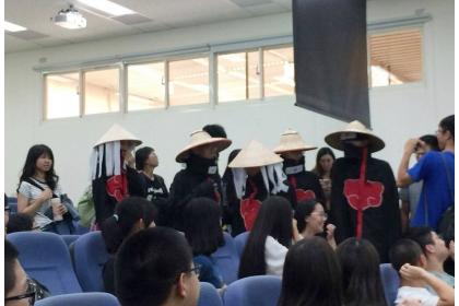 五位園藝系學生扮成火影忍者現身課堂引起一陣騷動。