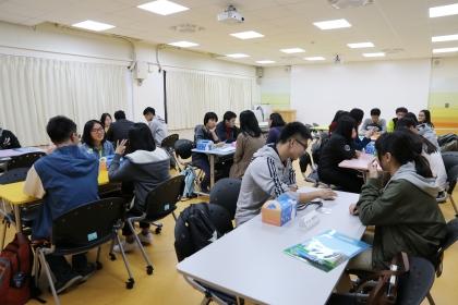 興大教務處為特殊選才新生安排一對一的直屬學伴,提供諮詢協助