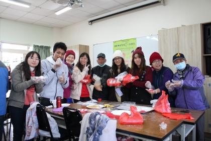 居民與學生共同體驗米食學做活動